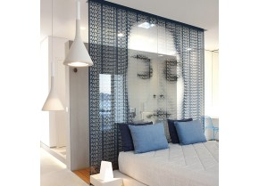 Glass room dividers with up and down supports